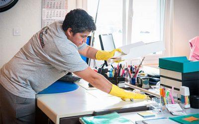 Qu'est-ce qu'un nettoyage de bureau complet ?